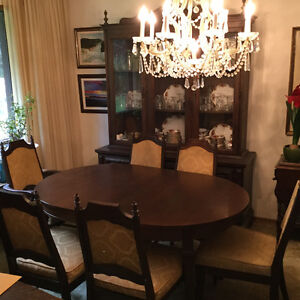 Dining table & Cabinet Set