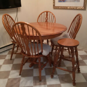 ROXTON MAPLE KITCHEN TABLE, FOUR 4 CHAIRS, STOOL - EC