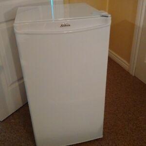 Brand new Sunbeam mini fridge, $140