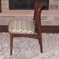 Chaise en bois teck scandinave vintage antique 1972