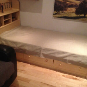 Bed with headboard,drawers and matress