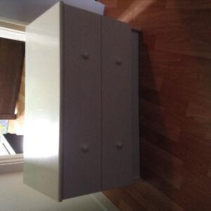 Beau petit bureau blanc 3 tiroirs