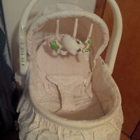 Bassinette/table a langer pour bebe - Baby bassinet/change table