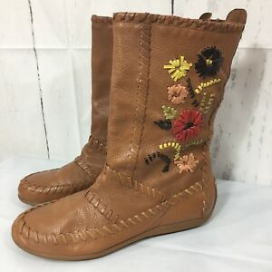 New Gianni Bini Leather Brown Native American Moccasins Floral Boots 7.5 Shoes