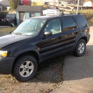 2005 Ford  explorer xlt (vendu pour les pieces )