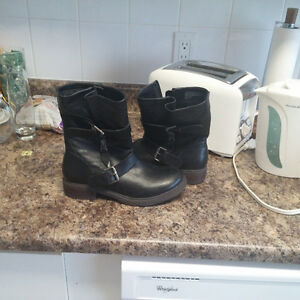 Boots-size 8