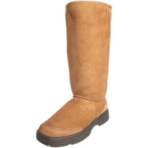 Pair of UGG (hard sole) boots and pair of Short hunter boots