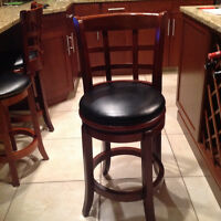 Excellent shape bar stools 4 . 2 with back & 2 without backs