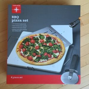 4pc BBQ pizza set - Brand New