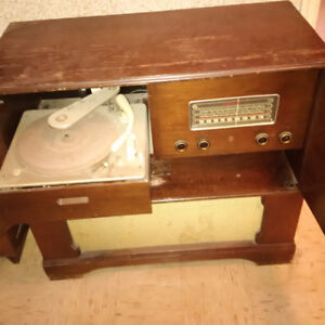 Antique stereo in good condition