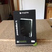 EXTERNAL BATTERY FOR APPLE PRODUCTS - CHARGES 2 DEVICES!  NEW!