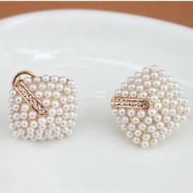 Cluster pearls stud earrings