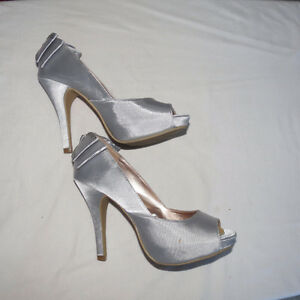 Women's size 5, Silver satin party shoe with bow