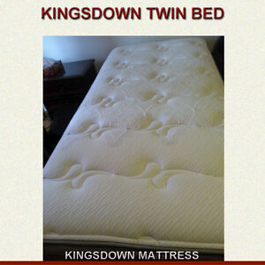 KINGSDOWN MATTRESS / BOX SPRING / BED FRAME - EXCELLENT CONDITIO