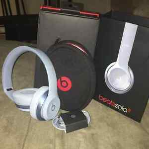 Beats by Dre Solo 2 on-ear headphones - Gloss Grey