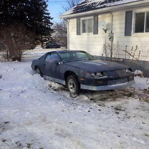 1986 Chevrolet Camaro Iroc Coupe (2 door) $2000 or Best Offer