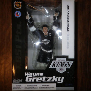 "3, 12"" Gretzky Figurines Kings, Oliers home& away, make an offer"
