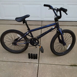 Diamondback Grind - Boys BMX Bike