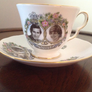 Royal Collectable - Prince Charles and Lady Diana