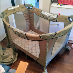 Playpen and Carrying Bag
