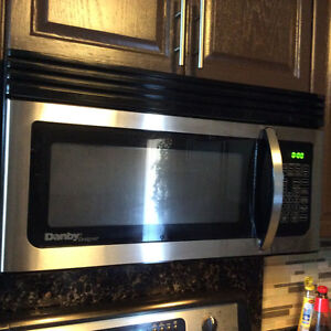 Microwave Oven Over the Range Danby Great condition Windsor Region Ontario image 3