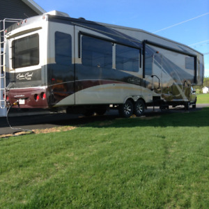 Fifth wheel Cedar Creek RV