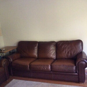 Leather couch and ottoman excellent condition Oakville / Halton Region Toronto (GTA) image 1