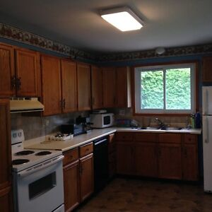 LARGE FURNISHED SIX BED ROOM HOME IN PORT HOPE -FOR CONTRACTORS Peterborough Peterborough Area image 6