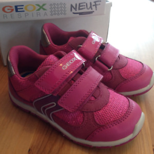 Chaussures GEOX NEUVES pour fillette taille 9/26