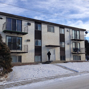 1Bdm Apt in Redcliff for May 1st