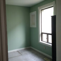 LAURIER STUDENTS ONE BEDROOM AVAILABLE
