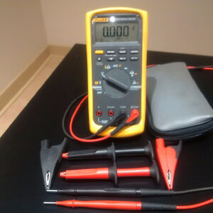 Fluke 87V with multiple leads and lead case