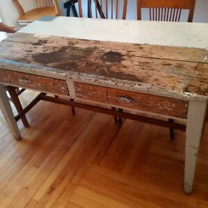 table antique avec tirroirs