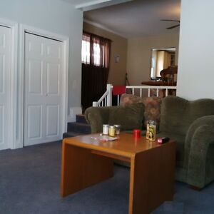 Room for rent to Loyalist student Belleville Belleville Area image 4