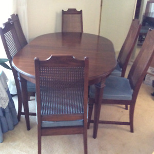 Gorgeous Gibbard dining table and 6 chairs