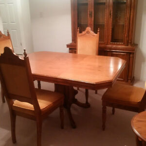 Solid Oak Dining Table & China Cabinet & 4 Chairs $800