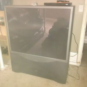 """55"""" projection TV works fine with remote. Cambridge Kitchener Area image 1"""
