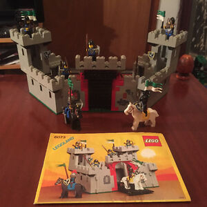 Vintage lego # 6073 knights castle complete