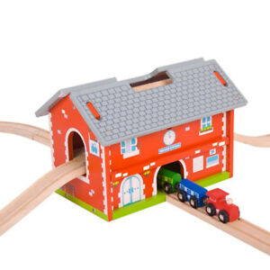 Best Gift!!! Wooden Rail Station and Chuggington Roundhouse