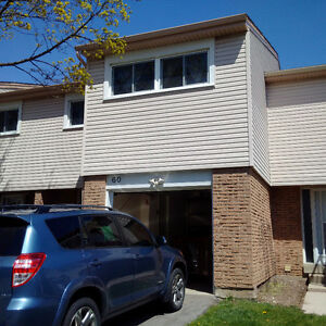 ENTIRE 4 Bedroom Townhouse FOR RENT $1200