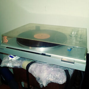 Sony Turntable - works great and sounds amazing - newer updated