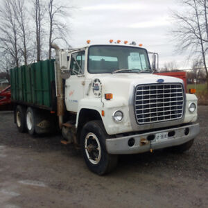 1986 Ford LN8000 with dump box