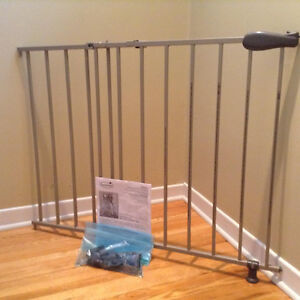 """""""SUMMER"""" SLIDE AND LOCK METAL GATE.....GREAT CONDITION!"""