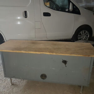 TOOLS TABLE WIDE 17'', HIGH 25'', LONG 47'' ITS LIKE A HAVE DUTY