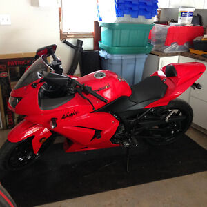 2012 Red Ninja 250R 1025 Klm, $4,000 Firm, cash only