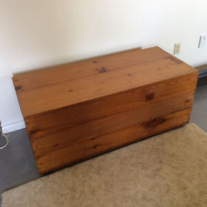 Cedar Chest/Blanket Box/Coffee Table/Seat/Toybox-Excellent Condi