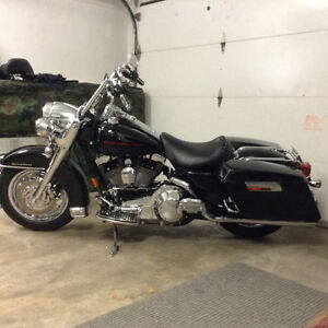 Harley Road King 2002 seulement 12800 km extra Chrome