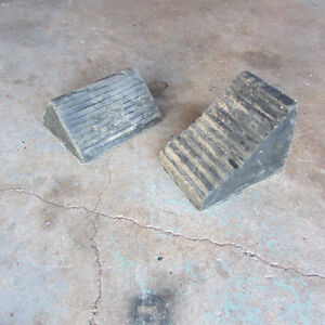 Pair of wheel chocks for a truck
