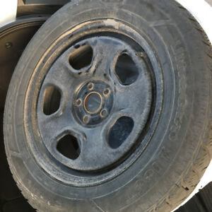 Pneus D'hiver/Winter tires with rims 245/60R18 good for 2 years