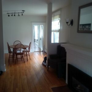 Bright 2nd floor - 2 Bedroom Flat - 1/2 Block to Dal/Kings